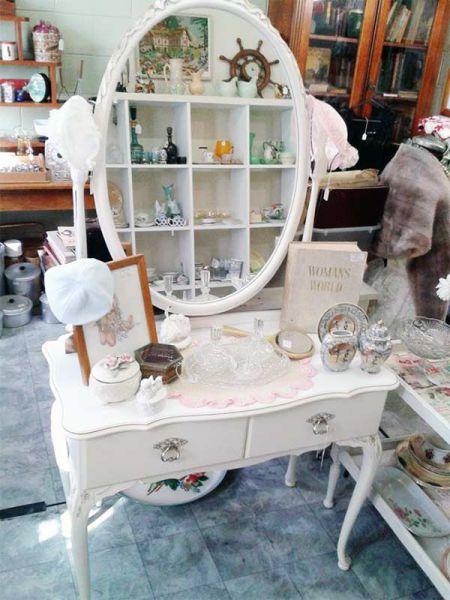 Vintage-Dressing-Table